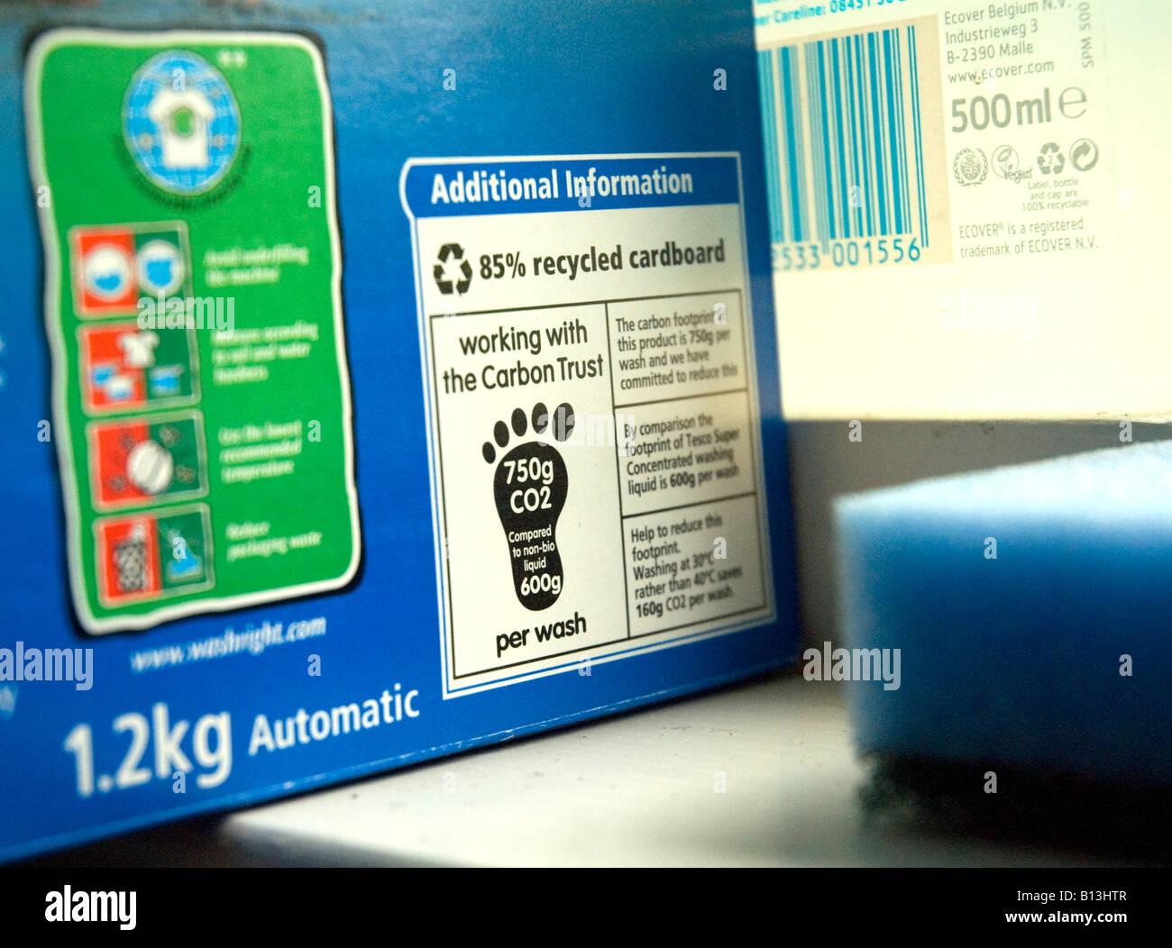Etichetta con emissioni di anidride carbonica su Tesco detersivo in polvere sviluppato dalla Carbon Trust per contribuire Immagini Stock