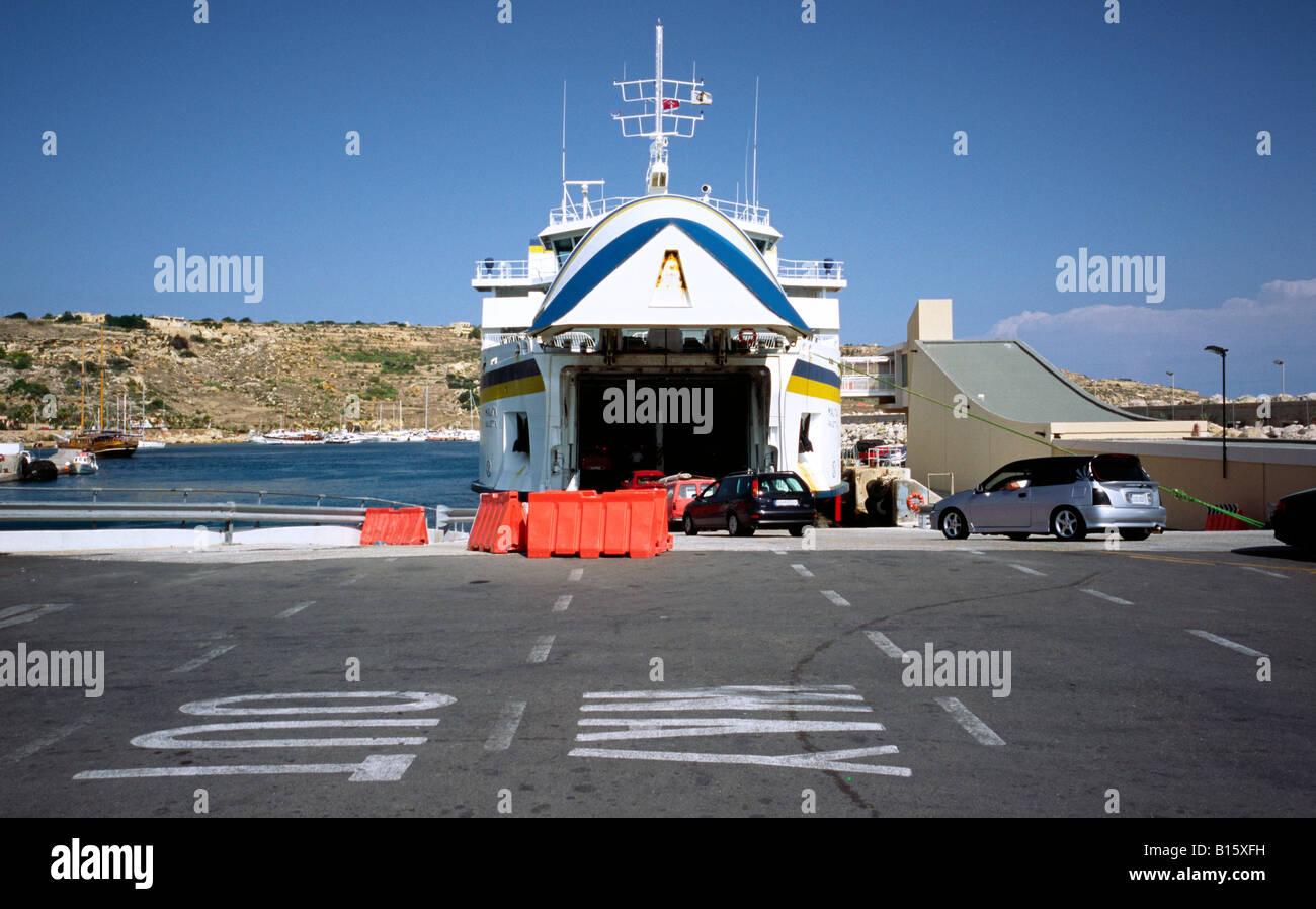 Ott 7, 2007 - l'imbarco del traghetto per auto Malita a Gozo il porto di Mgarr. Immagini Stock