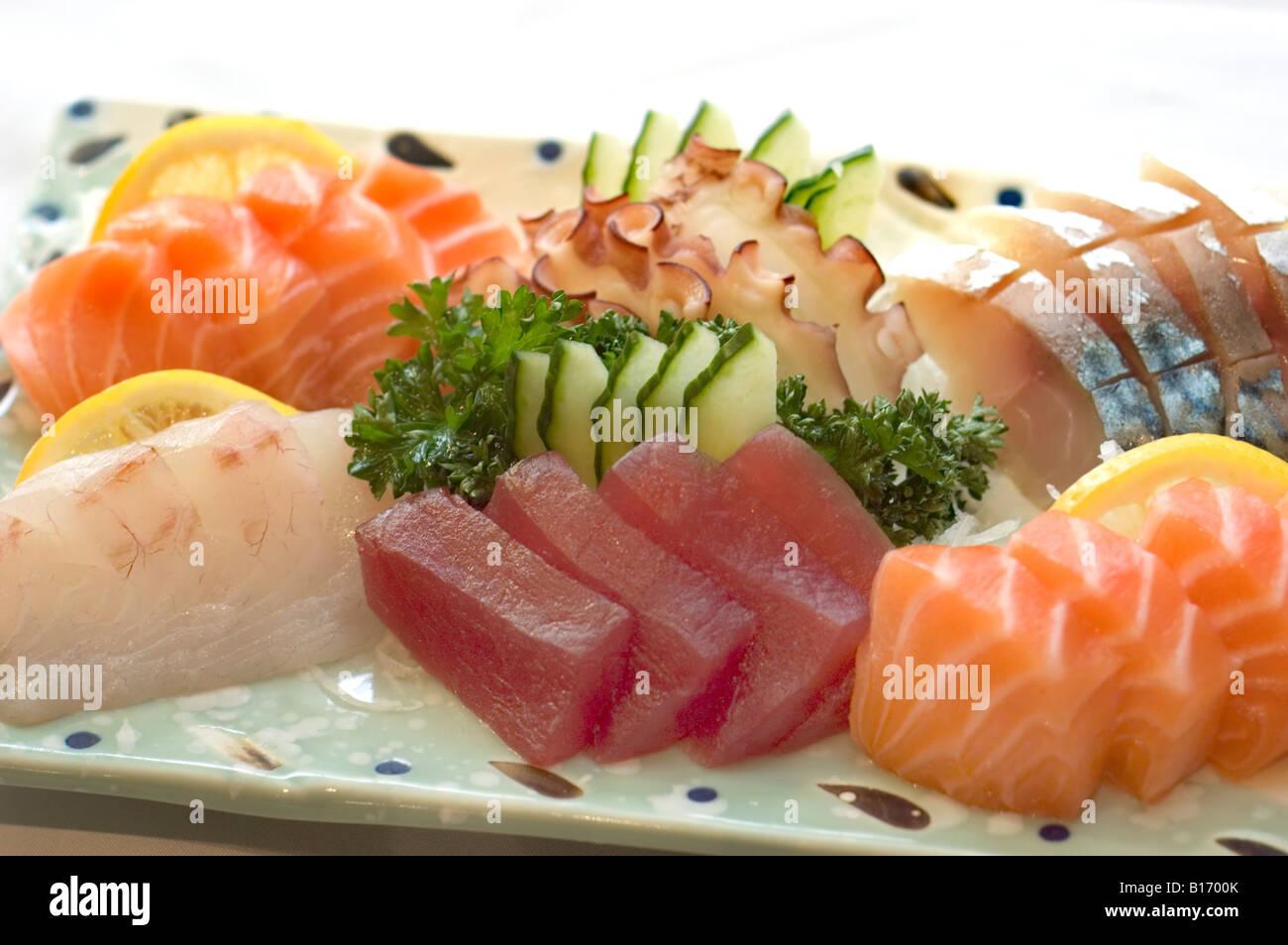 Il Cibo Giapponese Piatto Di Sashimi Affettato Pesce Crudo Tonno