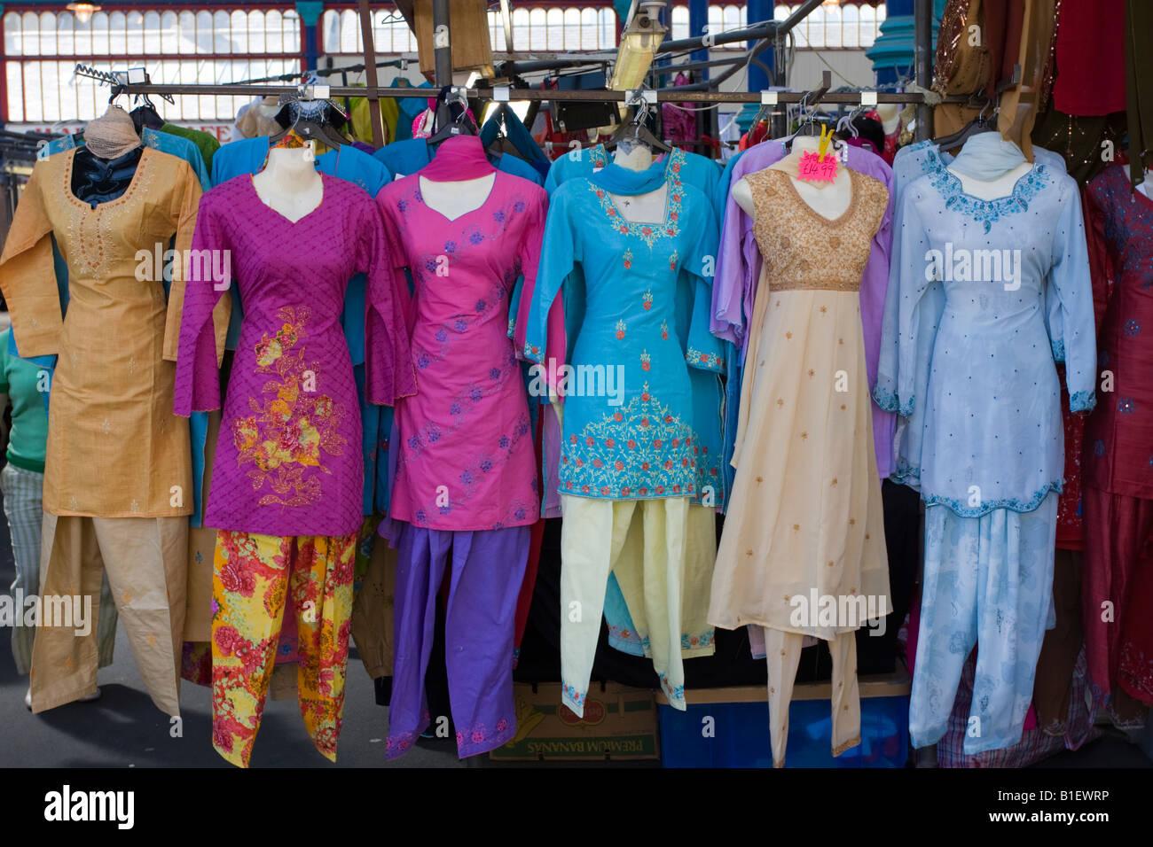 finest selection 7e198 d0a7c Seta indiana e abiti di cotone per la vendita sul mercato di ...