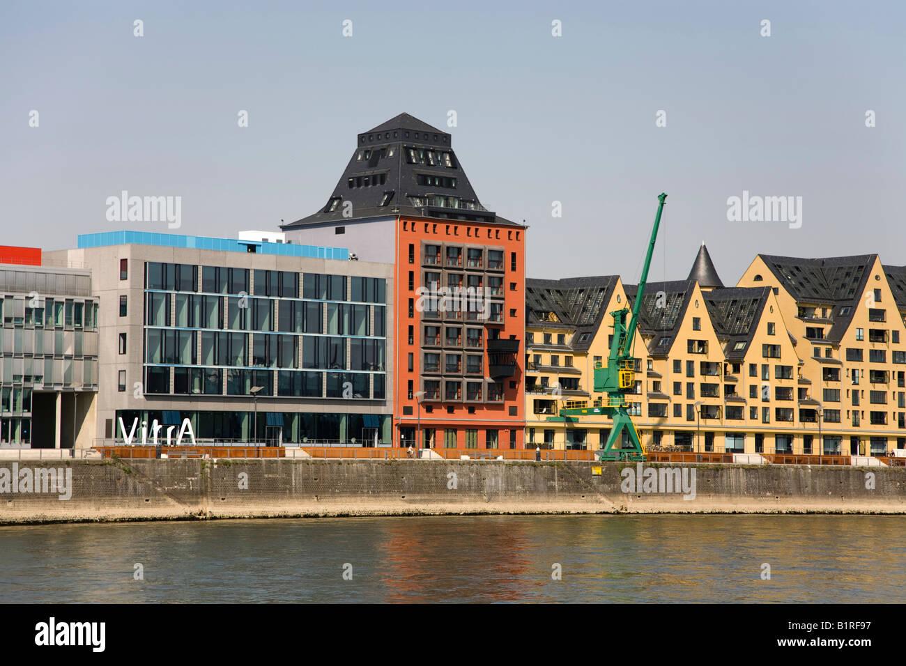 Abitazione moderna e centro di servizio, Rheinhaufen, Colonia, nella Renania settentrionale-Vestfalia, Germania, Immagini Stock