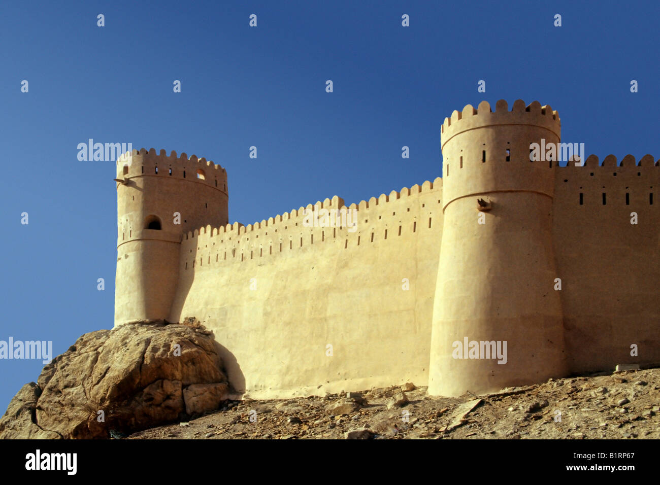 La fortezza di Nakhl, situato su una collina, Oman, Arabia, Penisola Arabica, Asia Centrale, Asia Immagini Stock