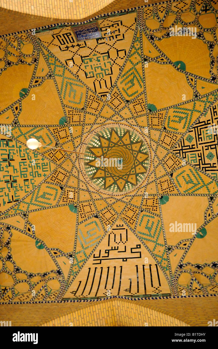 Prospettica di una tradizionale soffitto nel vecchio settore di Yazd Immagini Stock