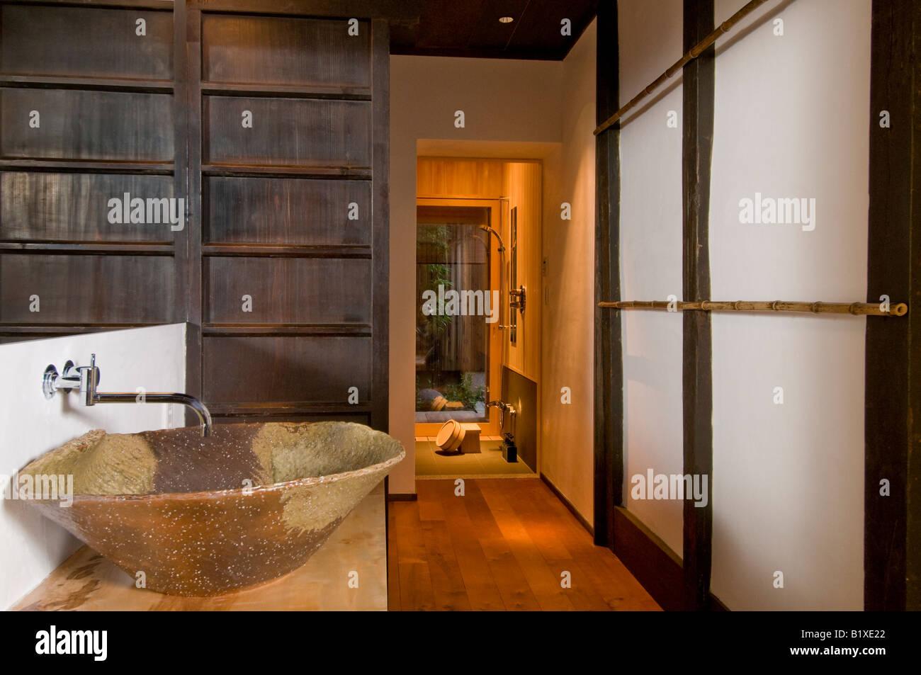 Giappone arredamento bagno lavandino in ceramica e legno porta