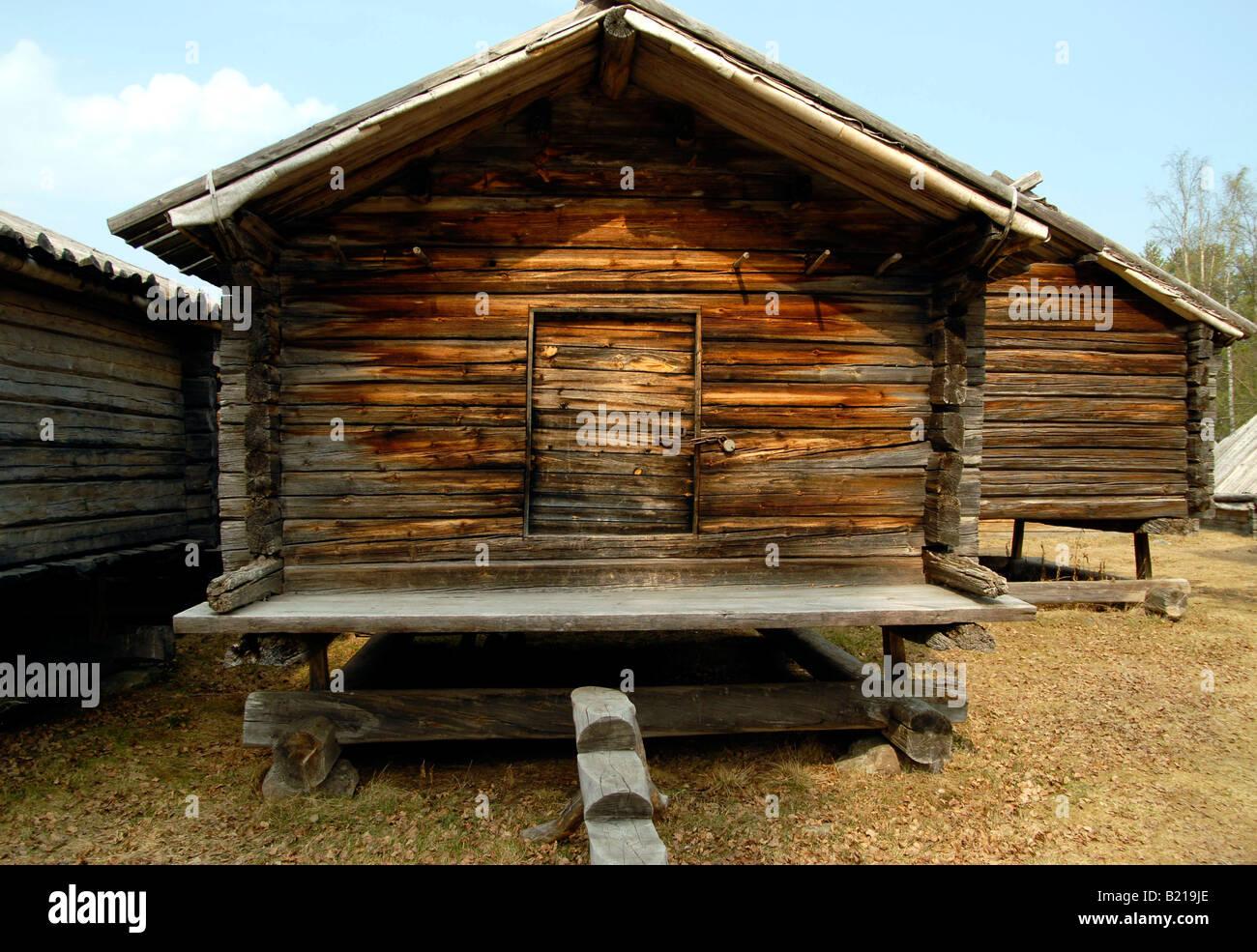 Sami storage in legno capannoni parte del tradizionale sito Sami a Lappstaden, Svezia settentrionale. Immagini Stock
