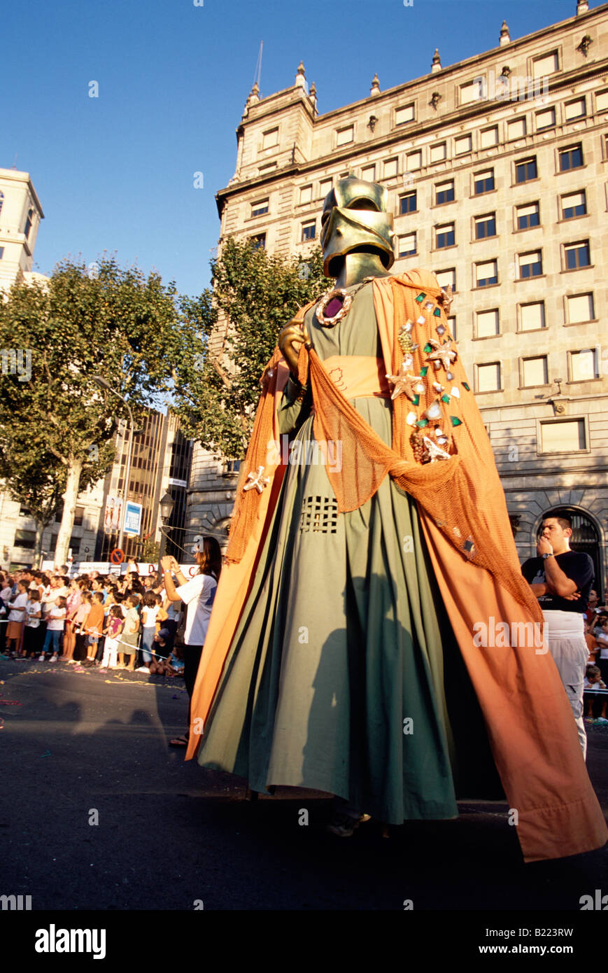 Gegantes 5m parata dei giganti a Placa Reial Festa de la merce a Barcellona Catalonia Spagna Foto Stock