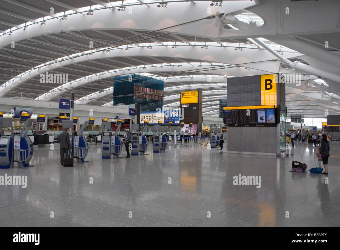 Terminal 5, Partenze aeroporto di Heathrow Immagini Stock