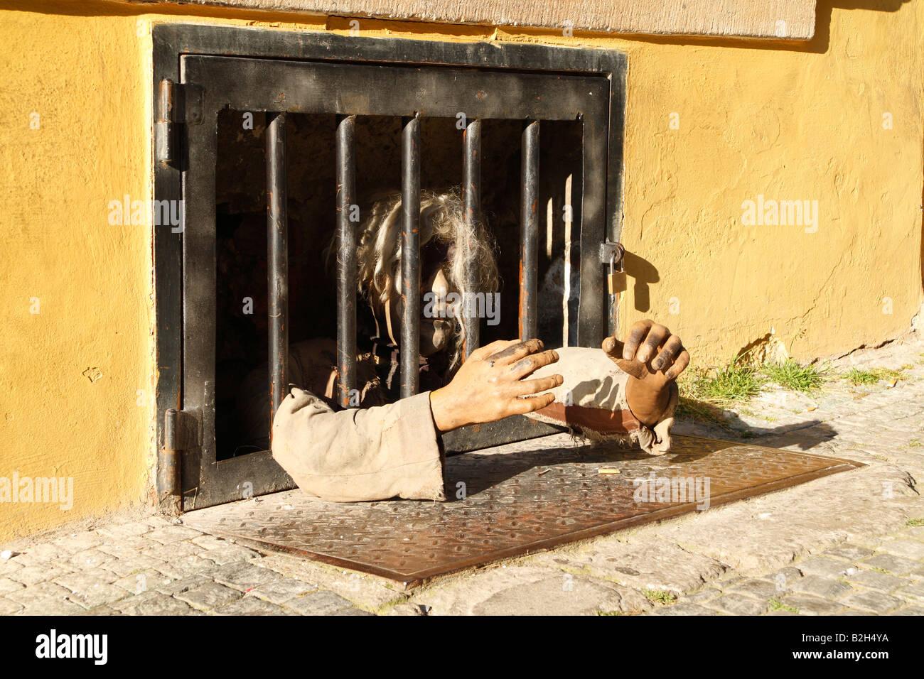 Una beffa prigioniero rinchiuso nel seminterrato di un edificio in Lesser Quater a Praga Immagini Stock