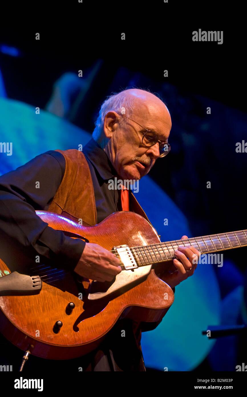 8f456a469a JIM HALL suona la chitarra con il Dave BRUBECK QUARTET in occasione del  cinquantesimo anniversario di