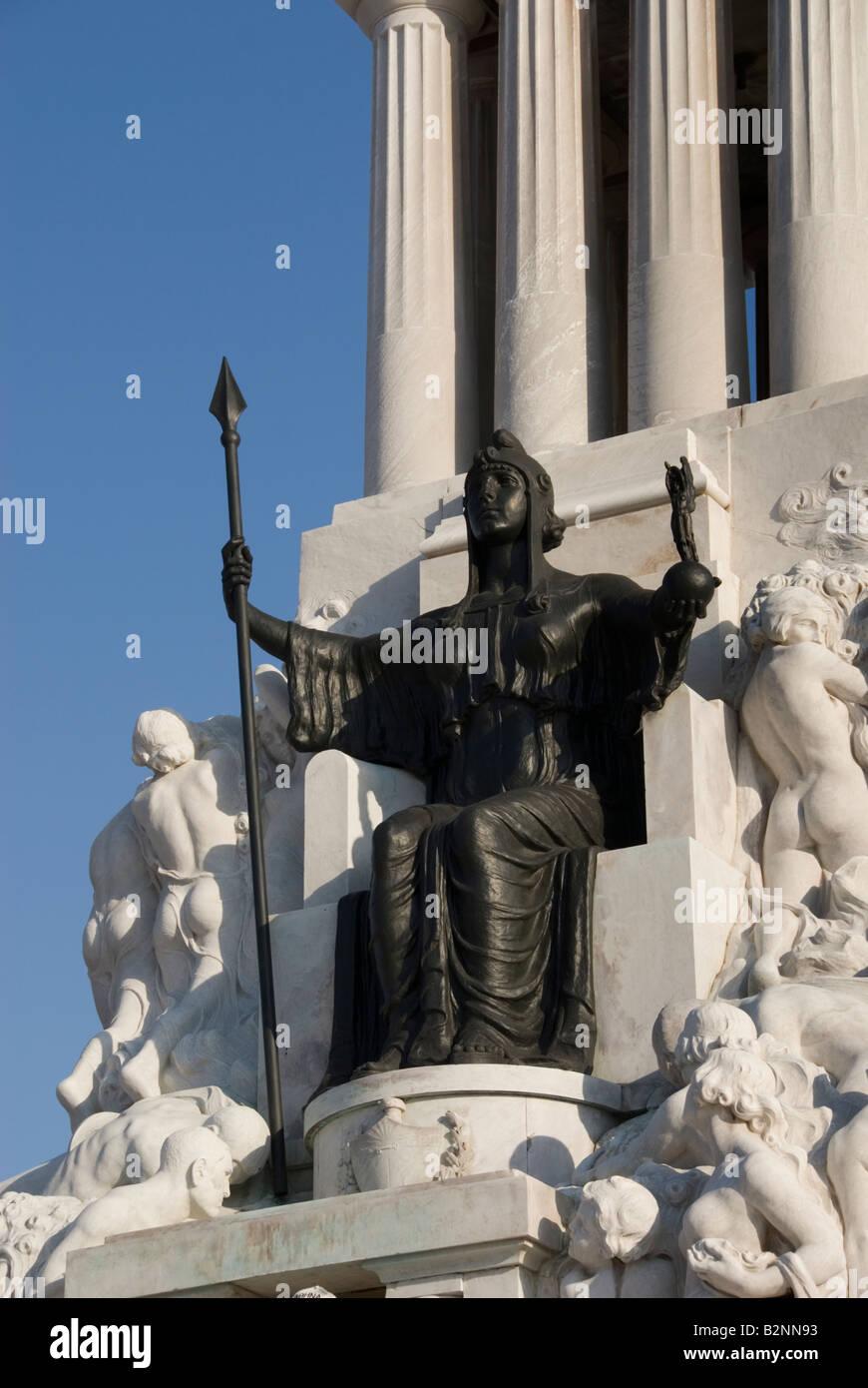 Dettaglio di una figura femminile su un Art Deco statua del coloniale Monumento a Maximo Gomez a La Habana Vieja Immagini Stock