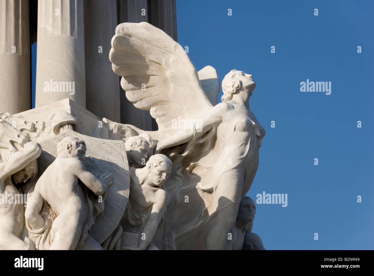 Dettaglio di una femmina di angelo su un Art Deco statua del coloniale Monumento a Maximo Gomez a La Habana Vieja Immagini Stock