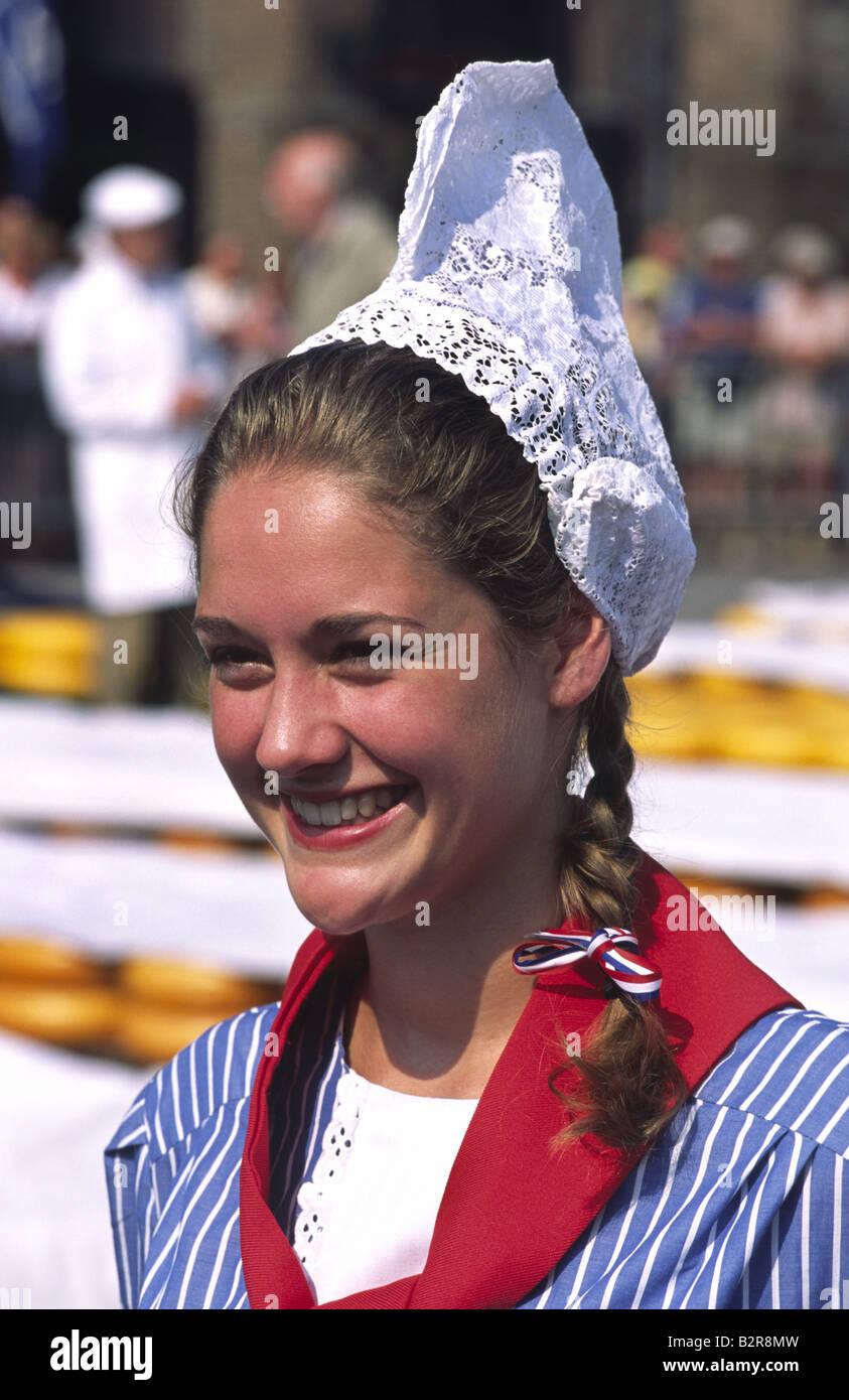 854a6987b576 Ragazza nel tradizionale abito olandese. Alkmaar