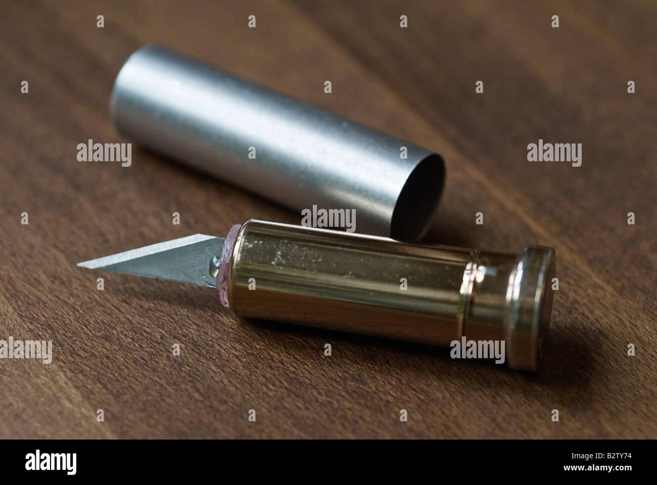 Astuccio per rossetto con collegato alla lama usata come arma Immagini Stock