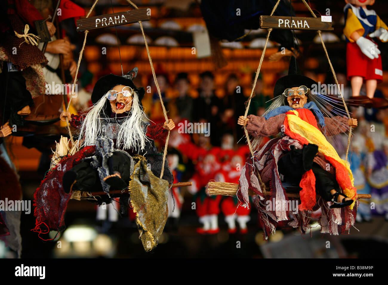Agosto 2008 - strega marionetta souvenir di Praga Repubblica Ceca Immagini Stock