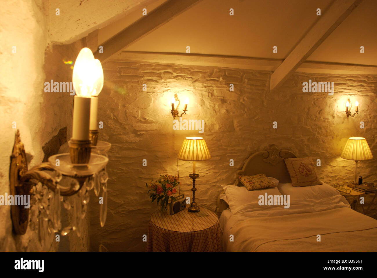 Luce a parete applique e la camera da letto in un accogliente