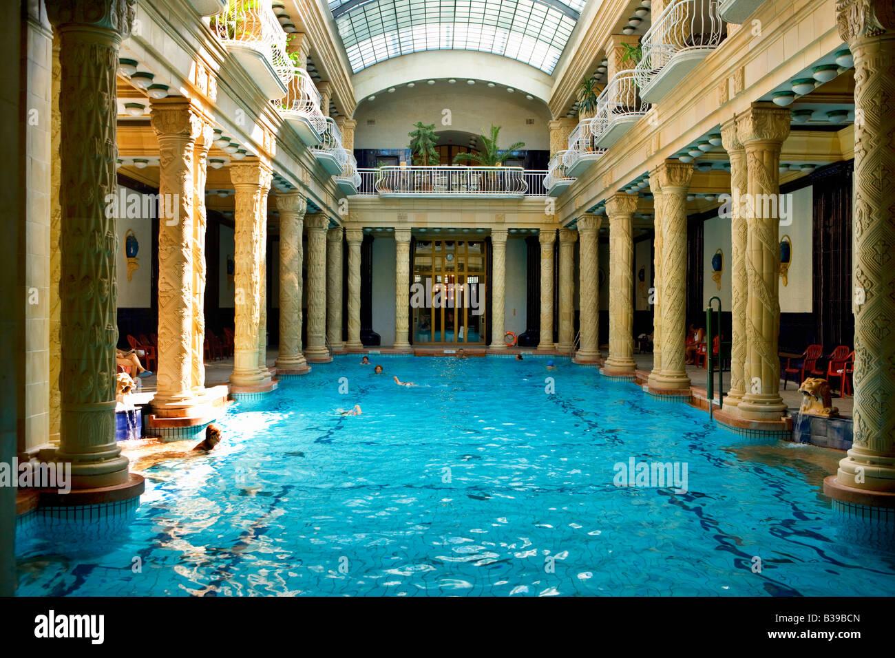 Bagni Termali Gellert : Bagno termale gellert budapest ungheria foto & immagine stock