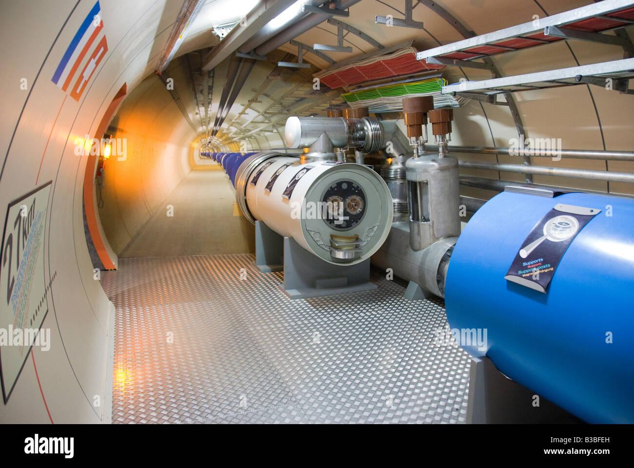 Un allestimento di un Large Hadron Collider al microcosmo del CERN sul sito esposizione multimediale a Ginevra Immagini Stock