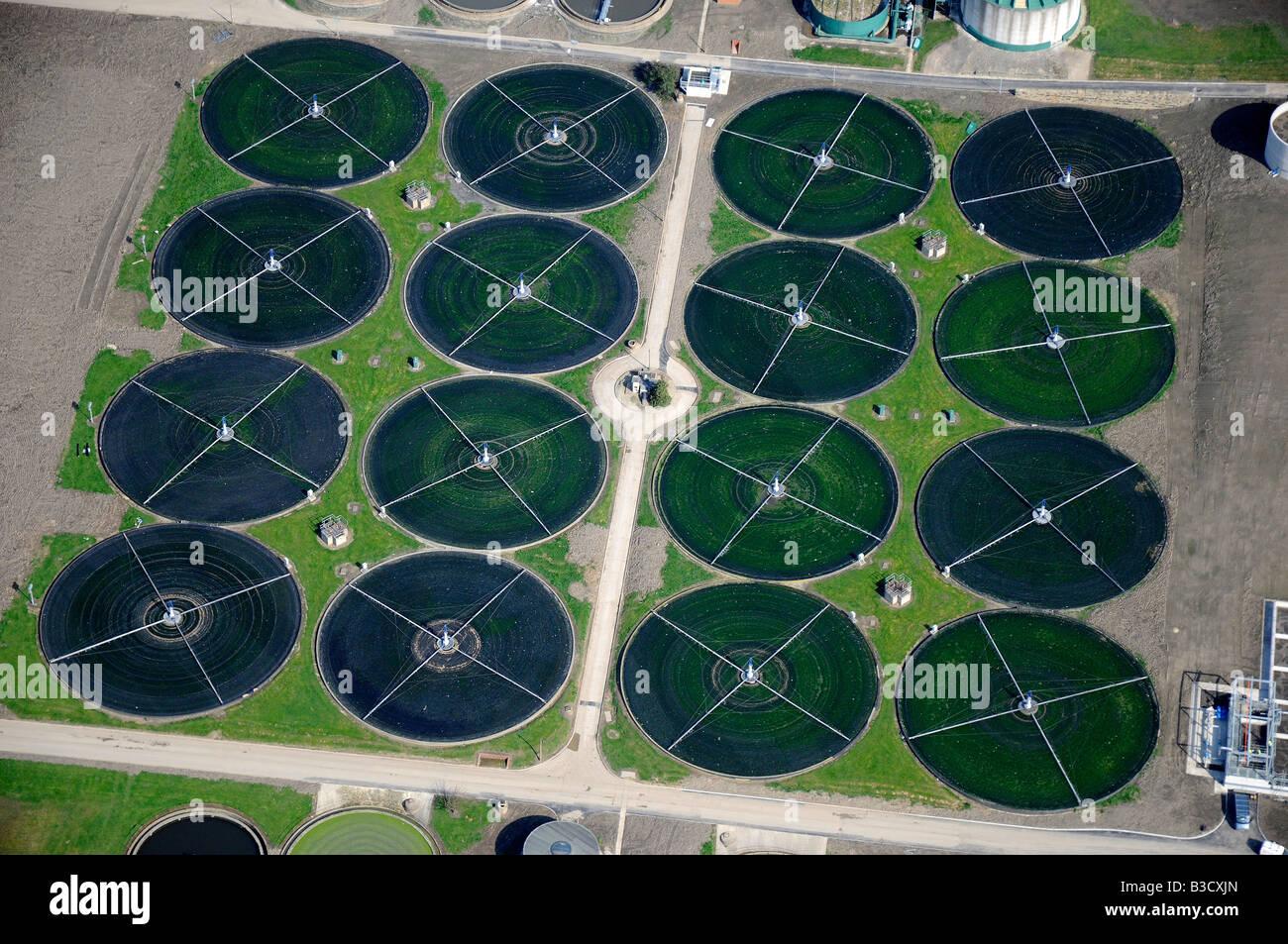 Impianto di depurazione delle acque reflue letti filtranti, vista aerea, Nr Leeds, Inghilterra settentrionale Immagini Stock