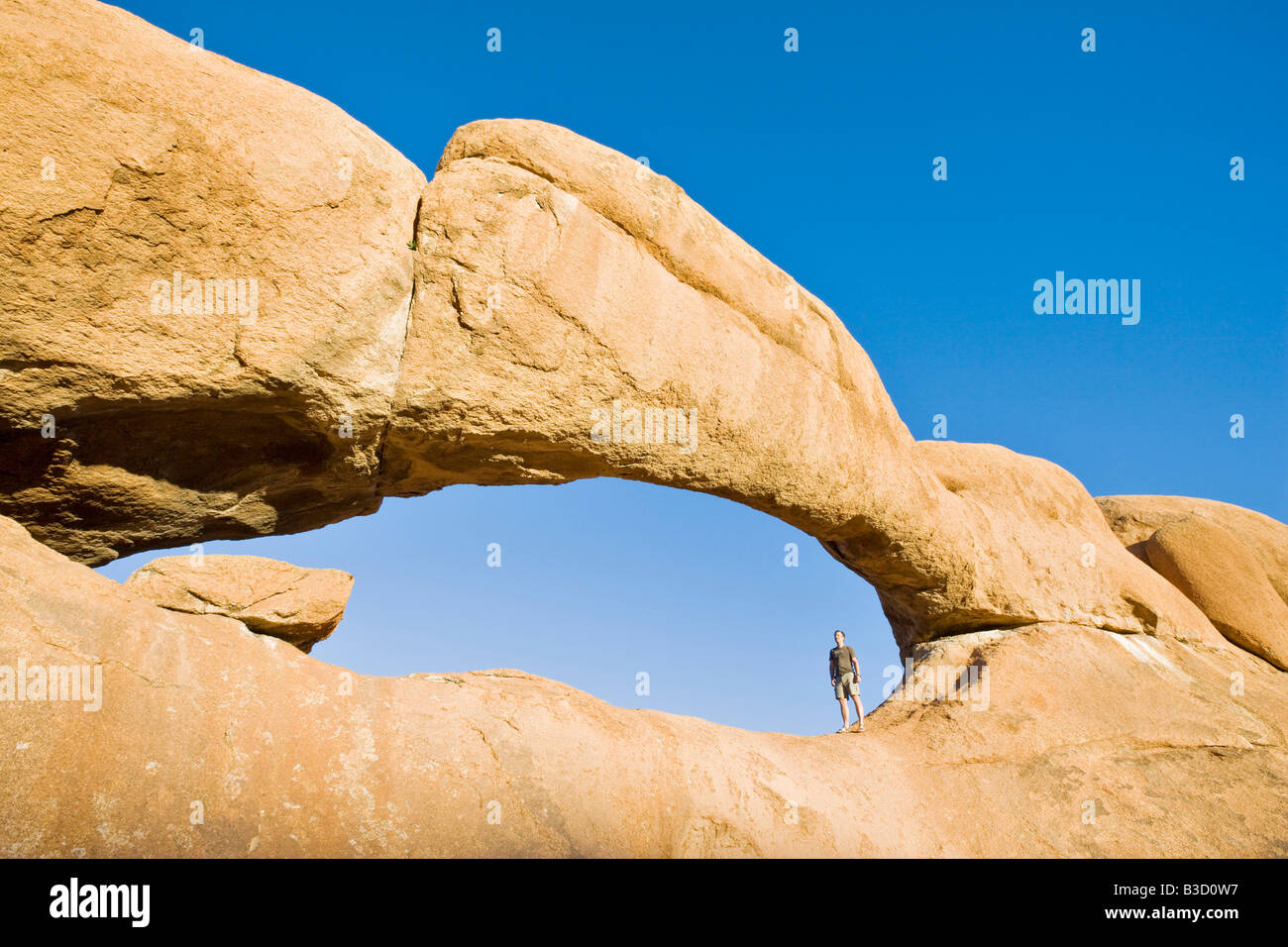 Africa, Namibia, Arco Naturale a Spitzkoppe Immagini Stock