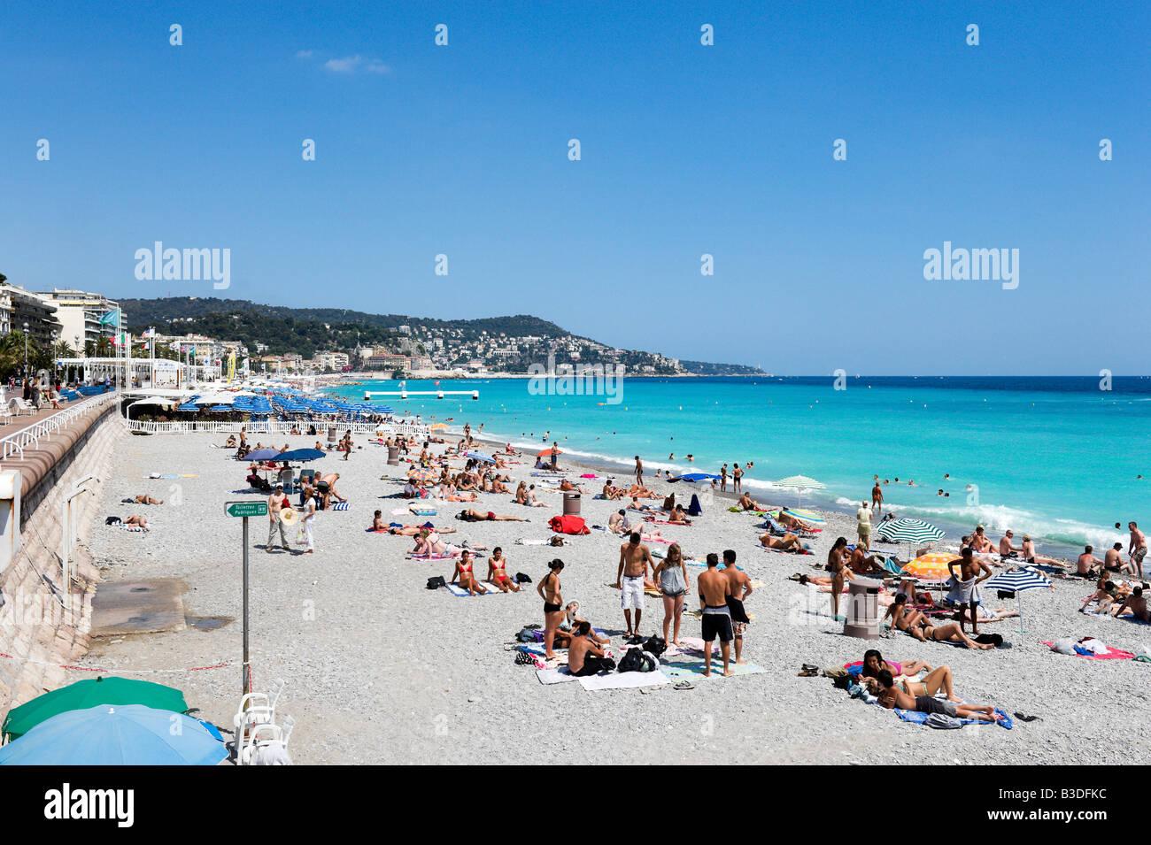 La spiaggia e la Promenade des Anglais, Nizza Cote d'Azur, Costa Azzurra, Francia Immagini Stock