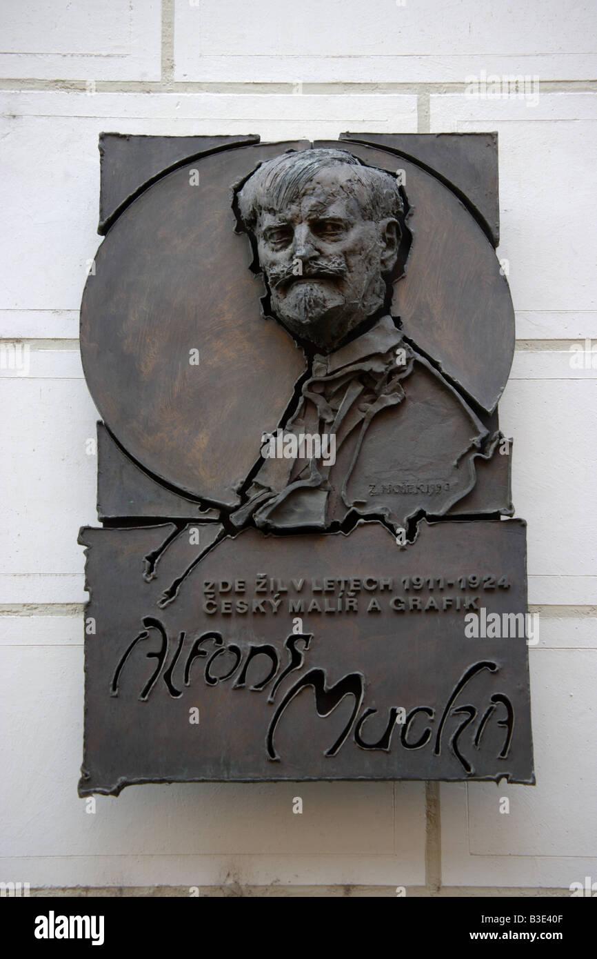 Marcatura della placca di Alphonse Mucha Museum vicino a Piazza San Venceslao a Praga Repubblica Ceca Immagini Stock