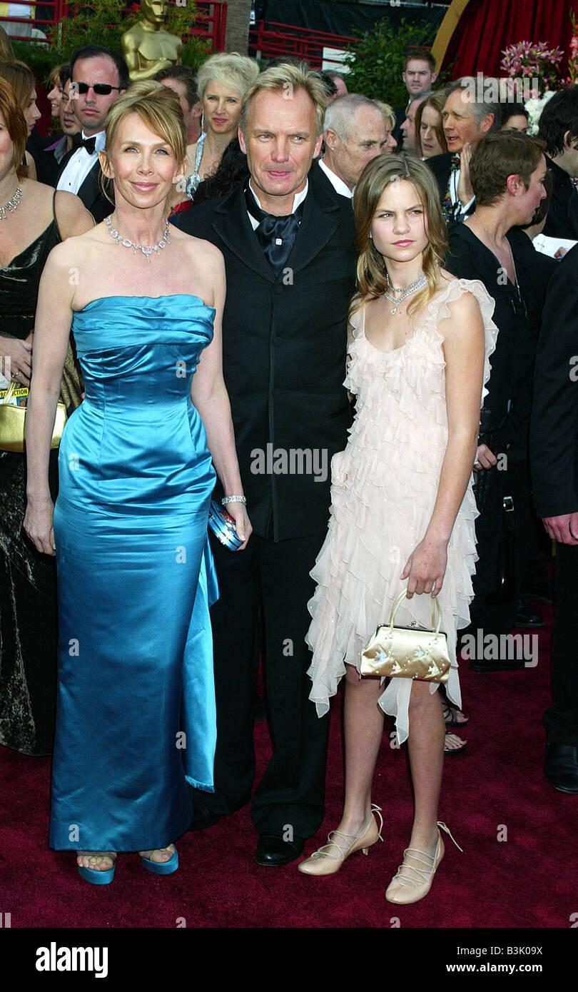 STING cantante britannico con la moglie Trudie Styler e figlia Coco nel 2004 Foto Stock