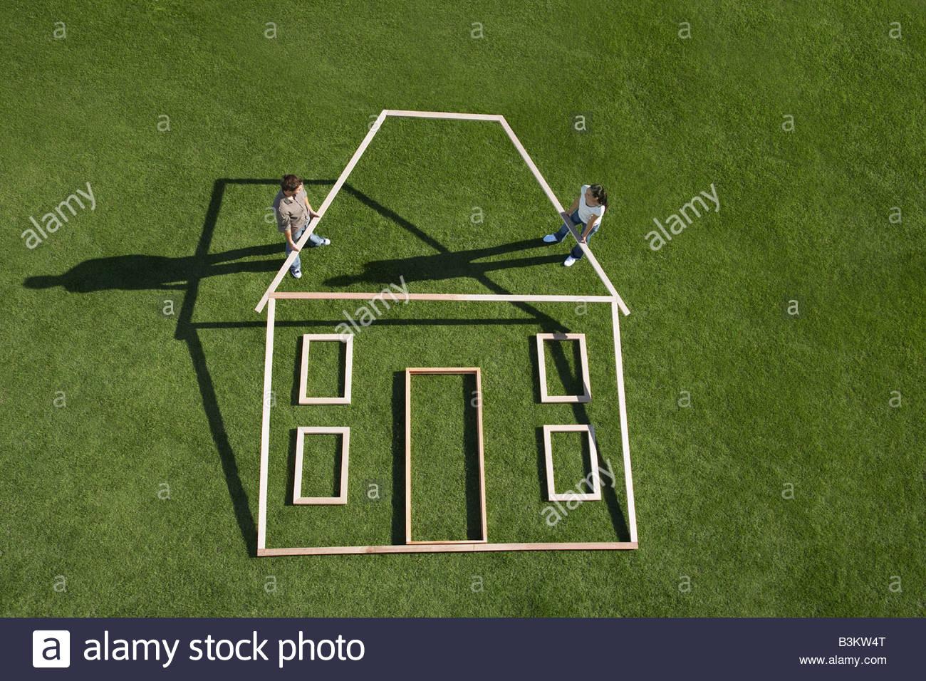 Matura la costruzione di contorno della casa Immagini Stock
