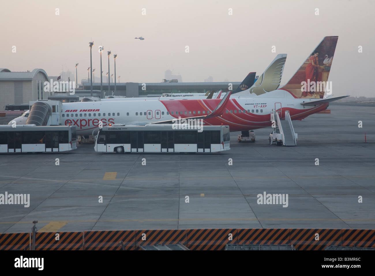 Gulf Air aerei all aeroporto di Doha in Qatar Medio Oriente Foto Stock