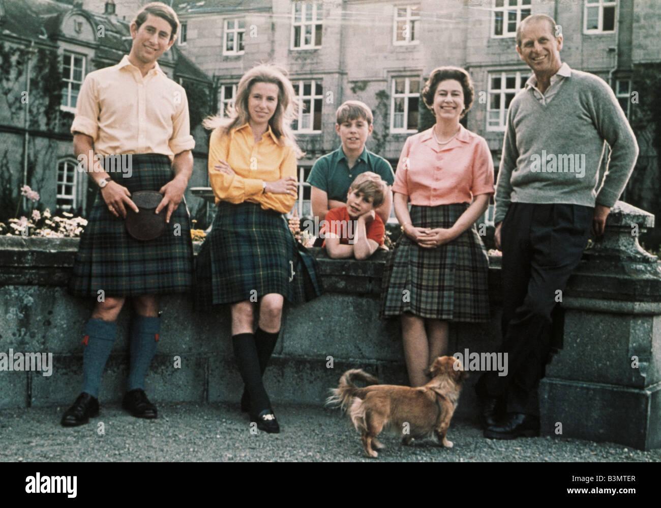La Regina Elisabetta II a Balmoral con il Principe Carlo,Princess Anne, Prince Edward, il principe Andréj e Immagini Stock