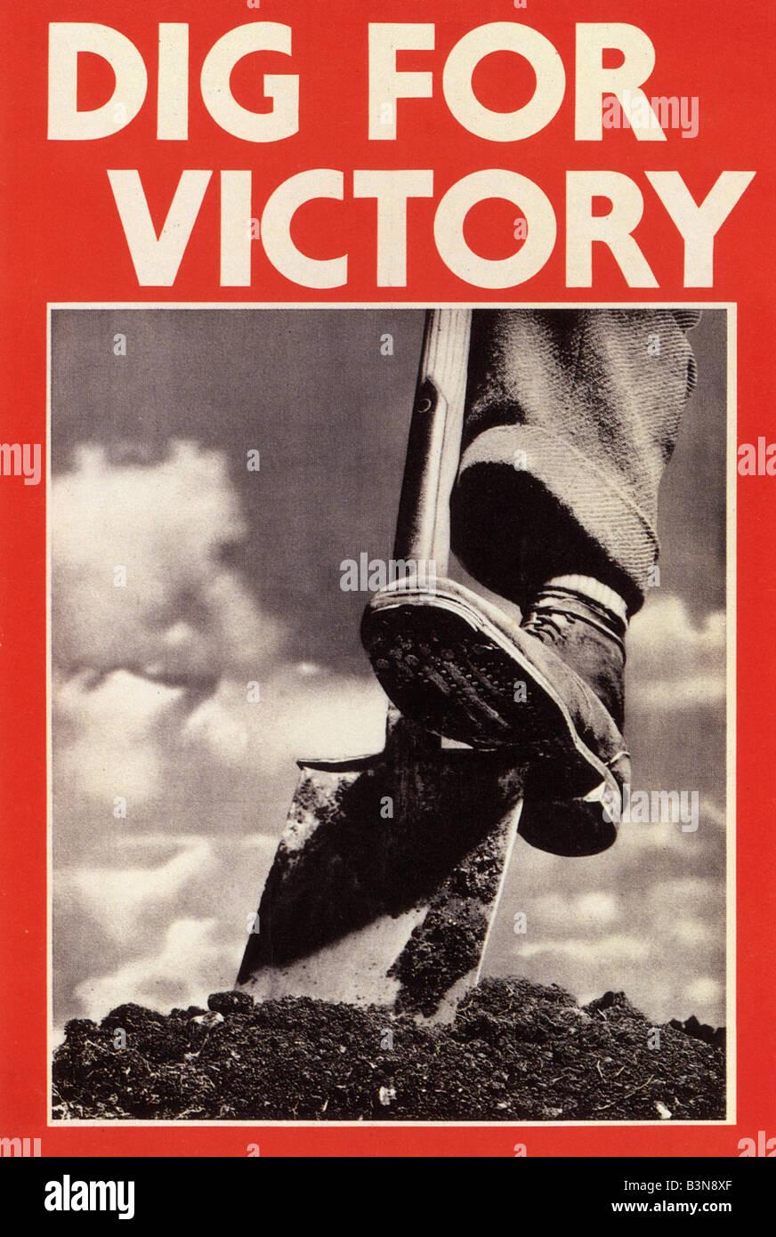 Scavare PER LA VITTORIA WW2 UK poster Immagini Stock