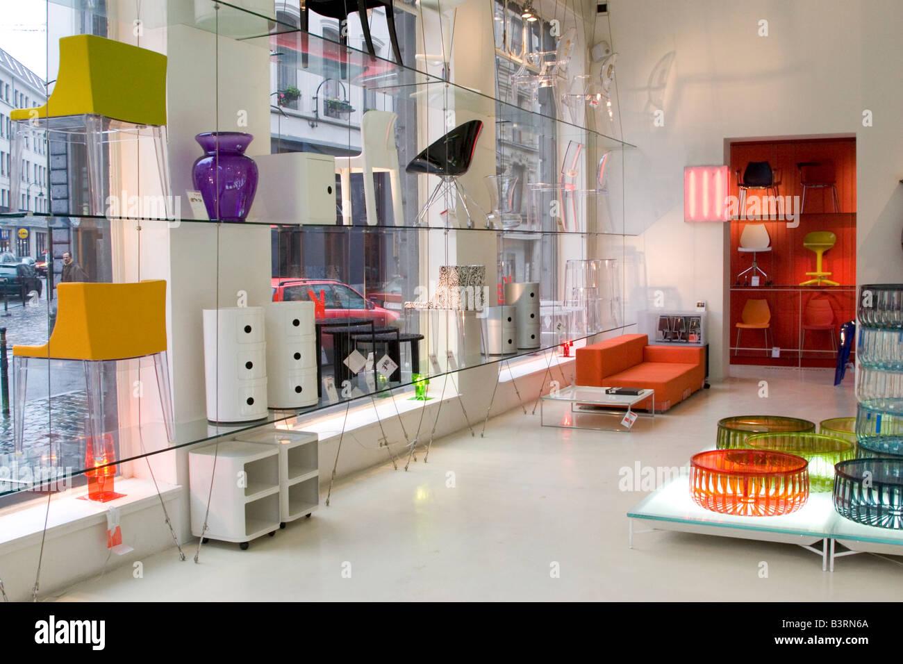 Gli interni alla moda store 39 kartell 39 vendita mobili di for Mobili kartell