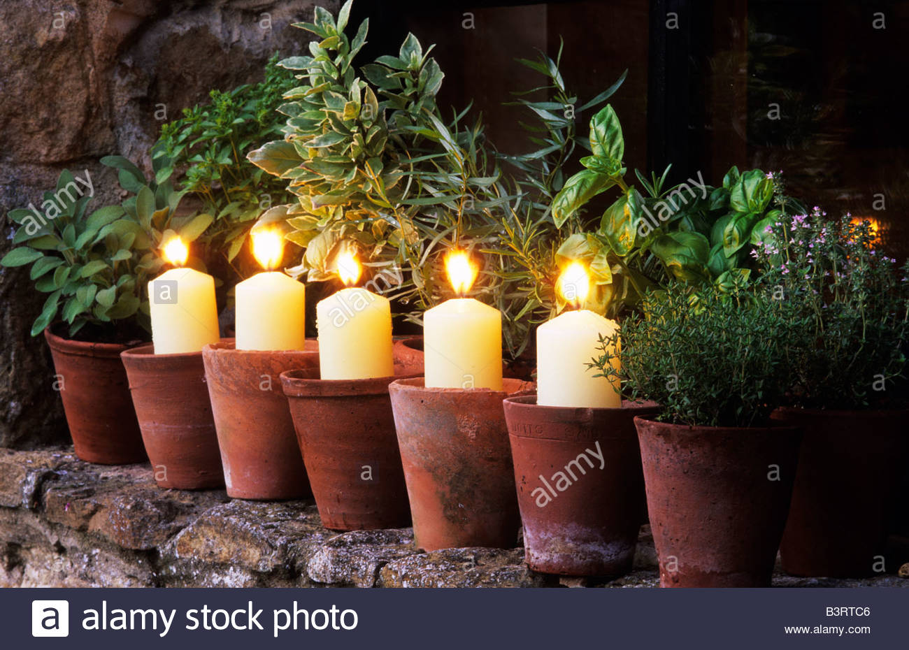 Il case oast hampshire giardino illuminazione candele in vasi di