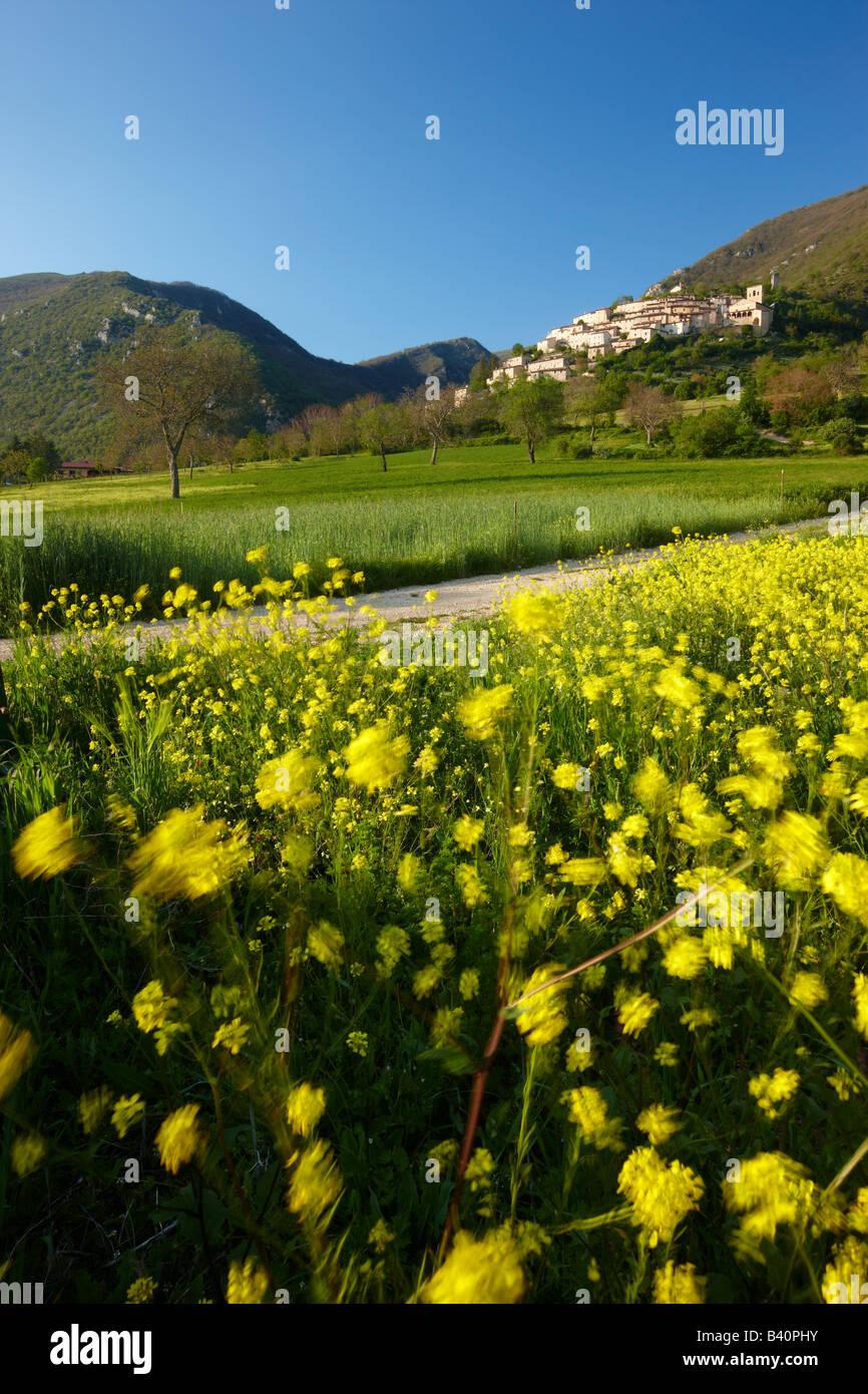 Il villaggio di Campi, Valnerina, Umbria, Italia Immagini Stock