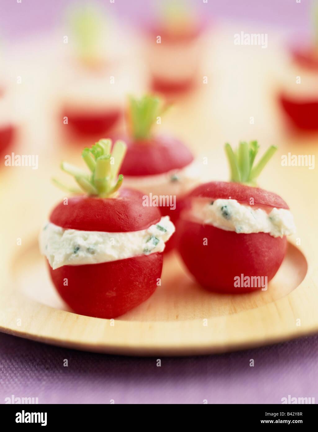 Ravanelli farcite con fromage frais Immagini Stock