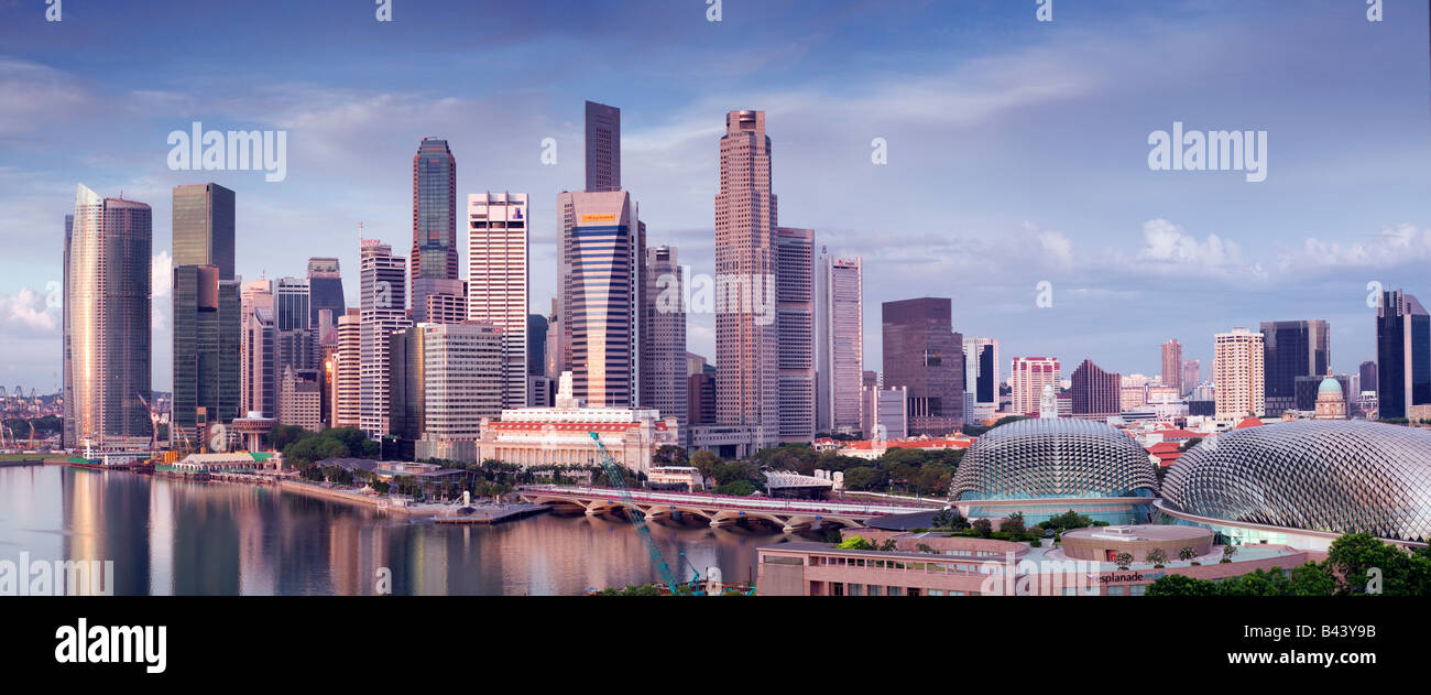 Lo skyline di Singapore visto all'alba Immagini Stock