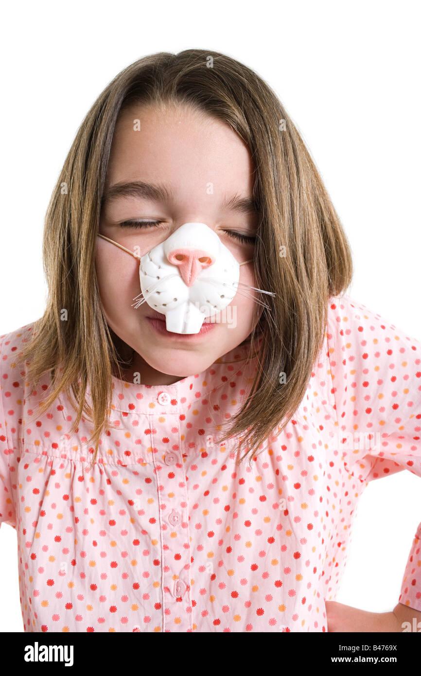 Una ragazza che indossa una maschera Immagini Stock