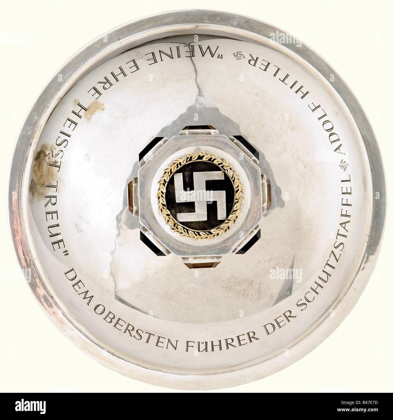 Adolf Hitler - un calice d'argento., presentata dalla SS-principale scuola di equitazione a Monaco di Hitler Immagini Stock