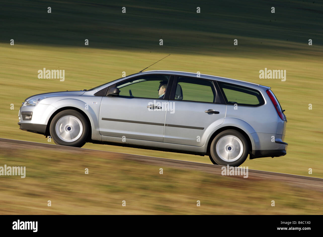 ford focus station wagon 2003 lunghezza