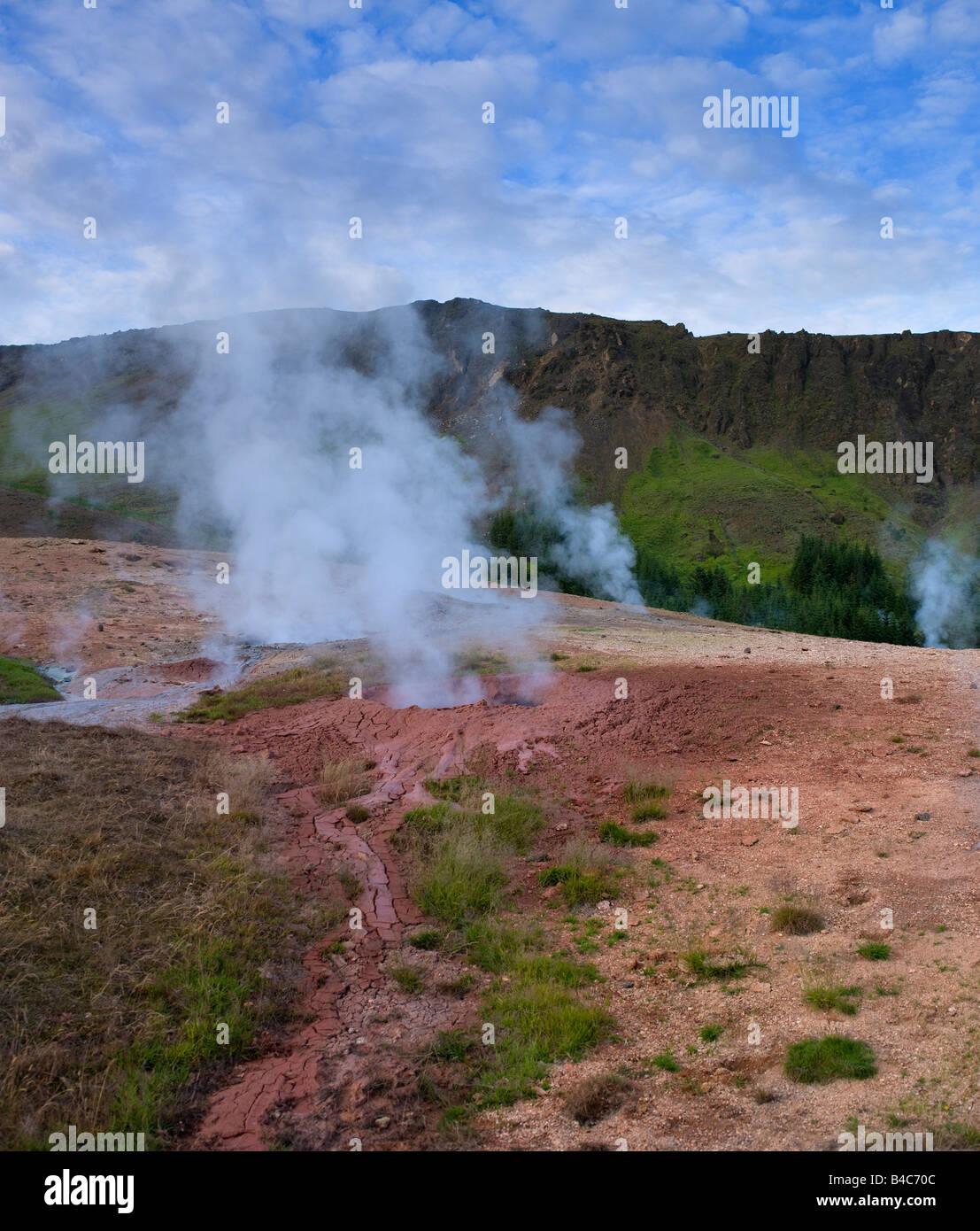 Nuova energia geotermica di germogliazione di geyser e fori dal recente terremoto, Hveragerdi Town, vicino a Reykjavik Immagini Stock