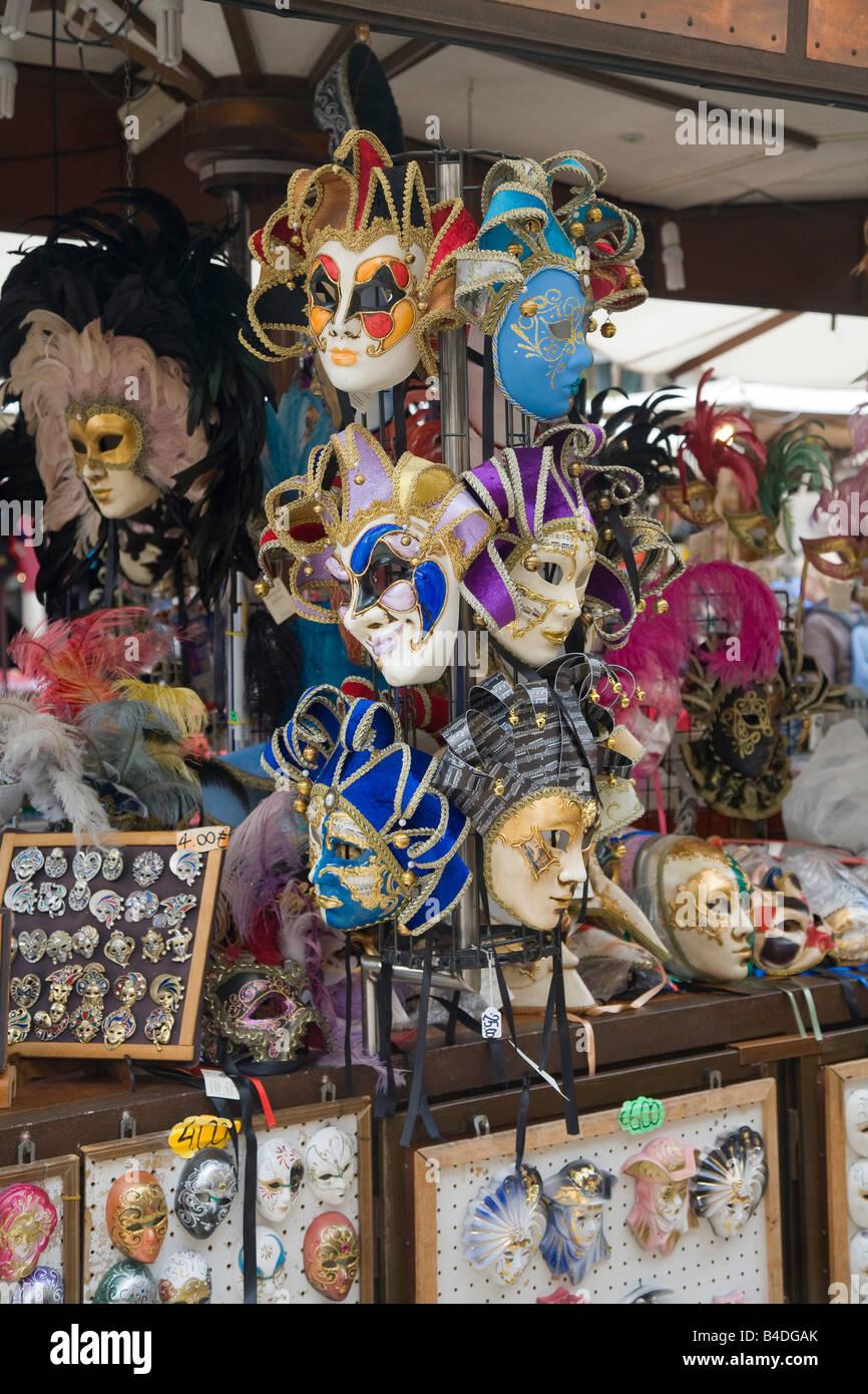 Carnevale veneziano di maschere per la vendita in Verona Foto Stock
