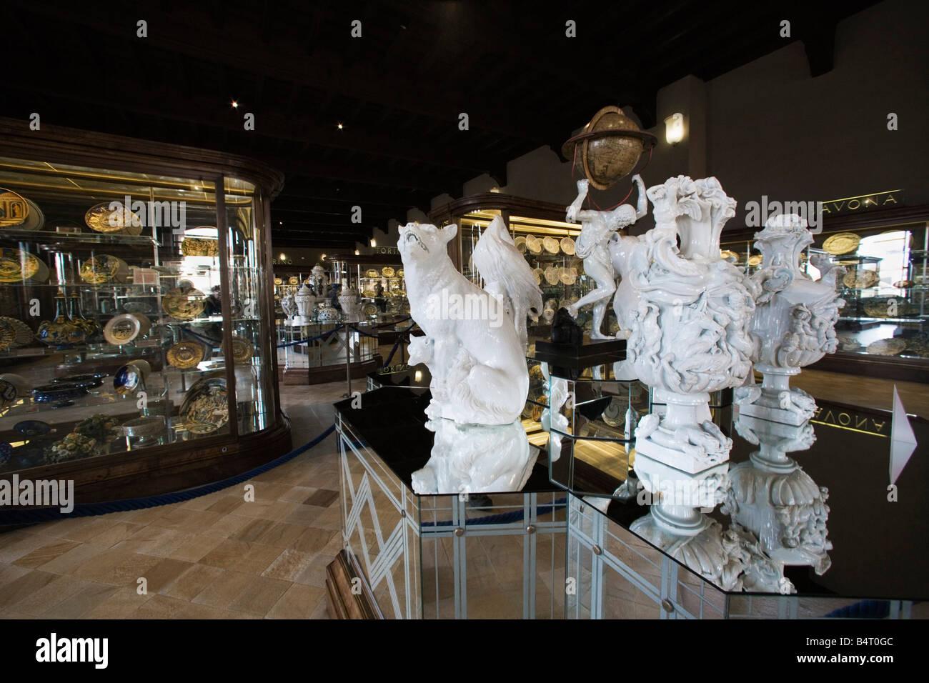 Secondo piano dedicato alle arti decorative Sala Ceramiche Palazzo Madama Torino Piemonte Italia Immagini Stock