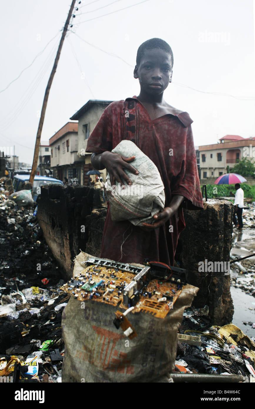 Rifiuti elettronici in Nigeria. Tonnellate di rifiuti elettronici dai paesi occidentali a finire in Africa occidentale, Immagini Stock