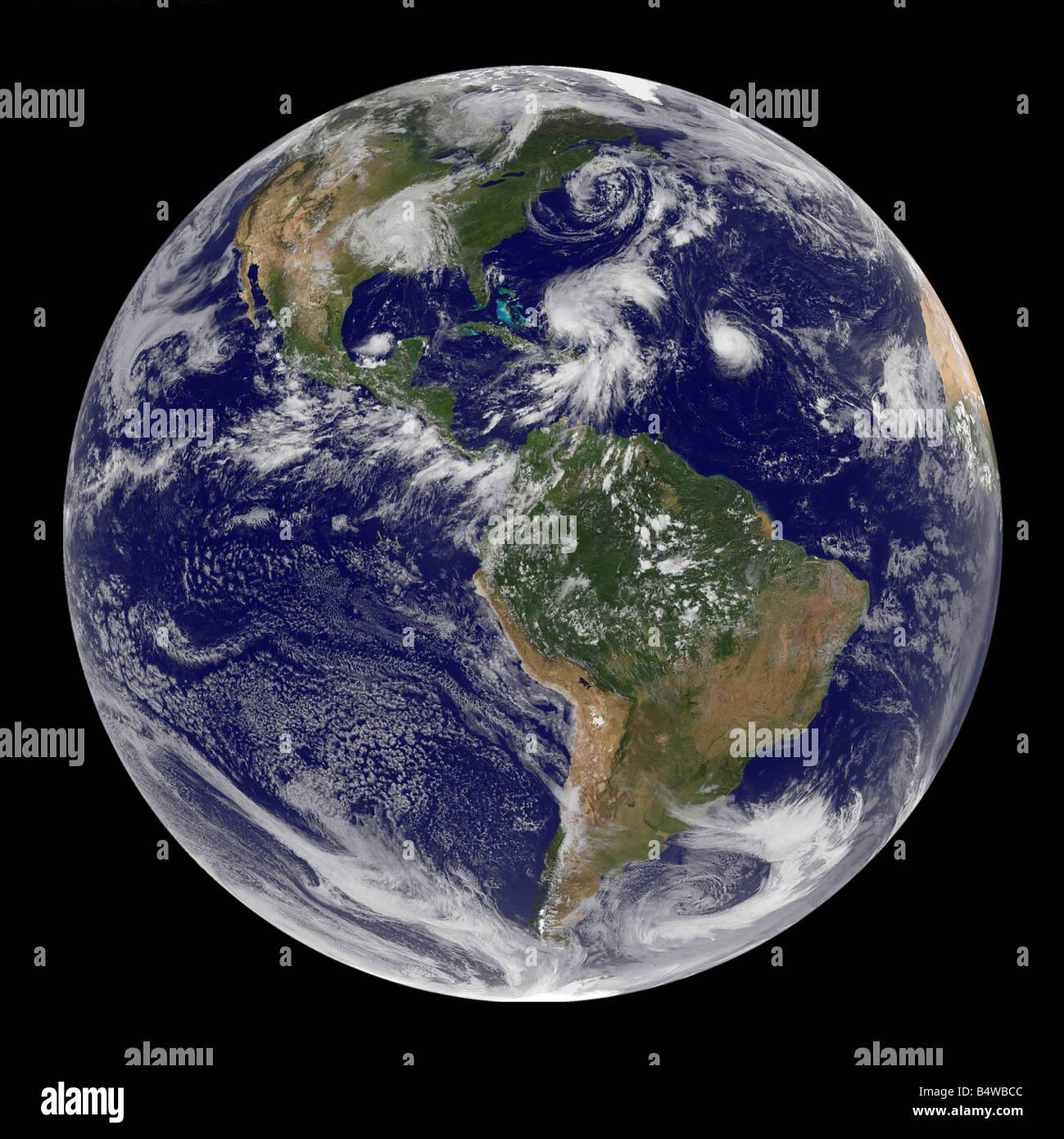 Composito vista satellite di numerosi uragani attraverso globe Immagini Stock