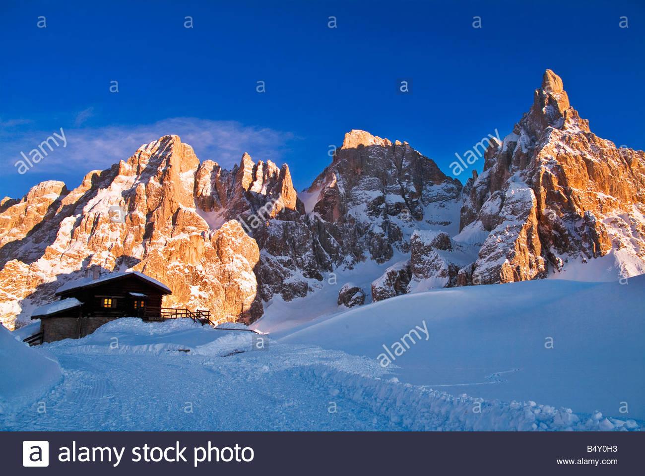 Europa,l'Italia,Trentino Dolomiti,,PASSO ROLLE,baita Segantini,pale di san matrtino gruppo,Cimon della Pala Immagini Stock