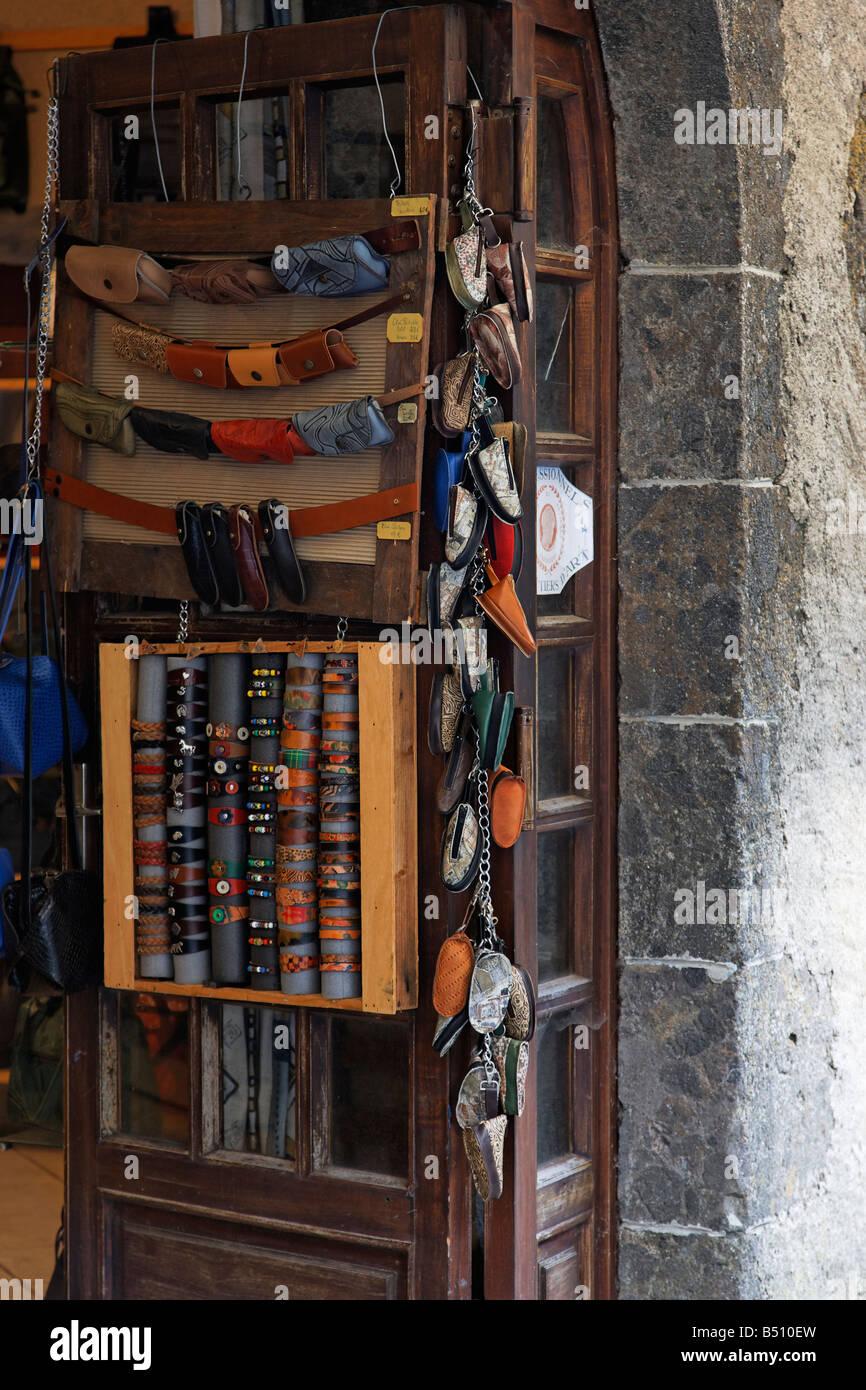 Un negozio di souvenir ingresso la vendita di articoli di gioielleria e tastatori Immagini Stock