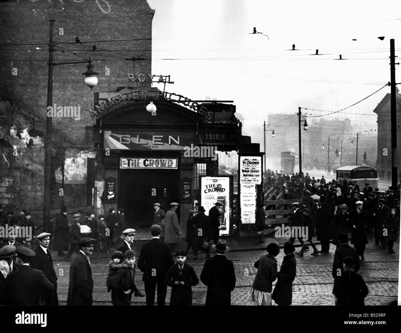 Gli incendi Cinema Glen Cinema Paisley Scozia Hogmany 1927 31 12 1929 record giornaliero Immagini Stock