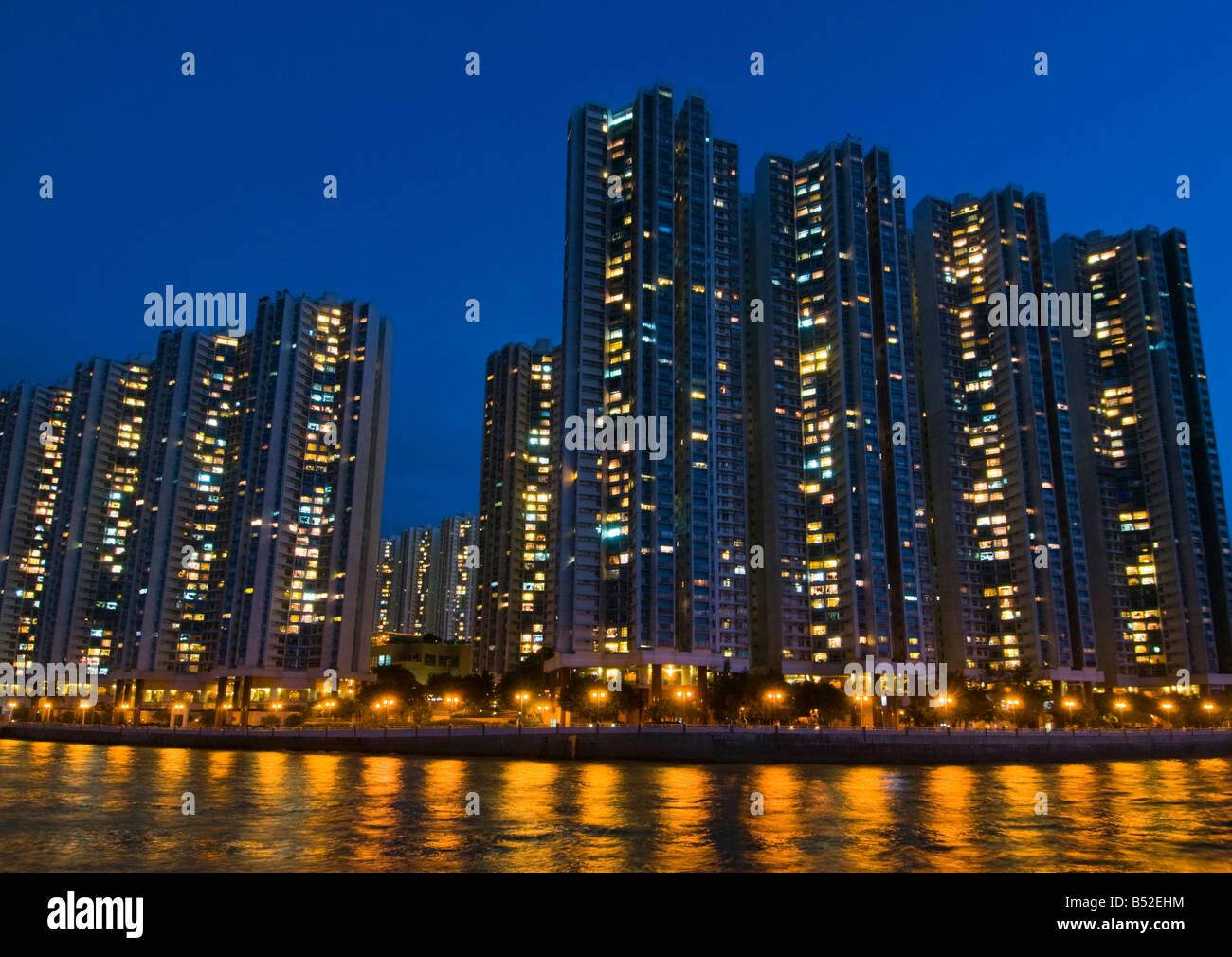 """'Alto edificio residenziale complesso sulle rive del porto di Aberdeen Hong Kong"""" Immagini Stock"""