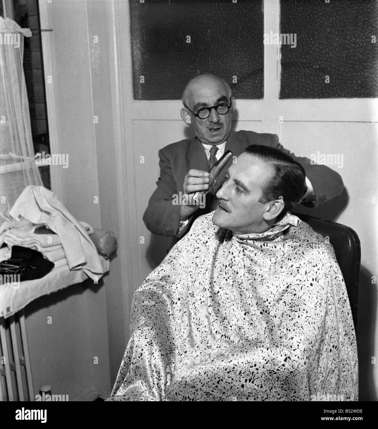 Haircut 1950s Immagini Haircut 1950s Fotos Stock Alamy