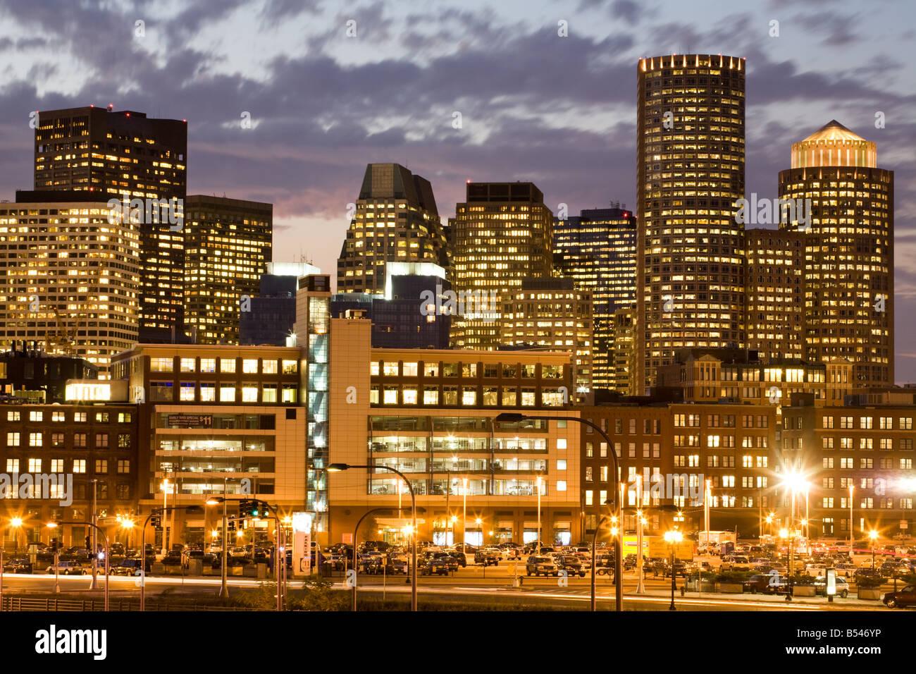 Crepuscolo skyline financial district Boston Massachusetts Immagini Stock