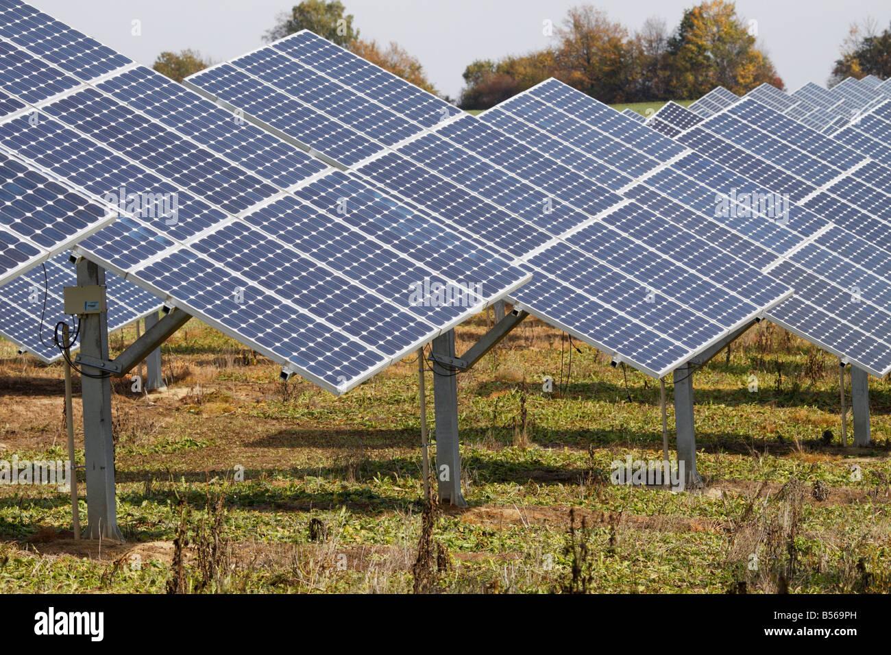 Pannelli solari in una fattoria in Germania. Questo è in Oberrüsselbach, Igensdorf, in Franken Immagini Stock